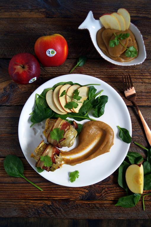 Dorsz zapiekany z boczkiem musem jabłkowym (1)