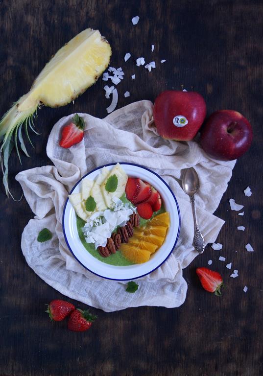 Jabłkowe smoothie bowl z truskawkami (2)